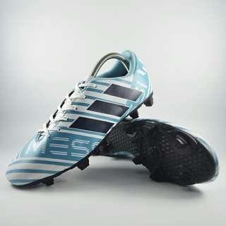 Sepatu bola adidas nemeziz biru
