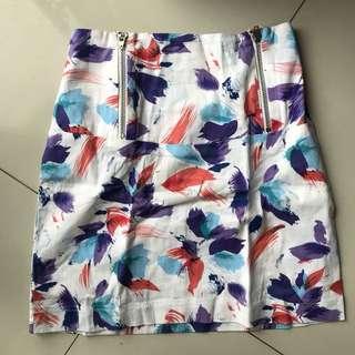 White motif high waist skitt