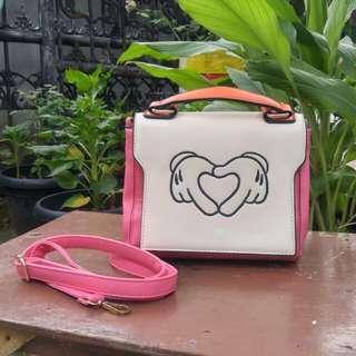 Les femmes pink bag