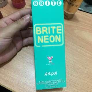 Aqua neon hair dye