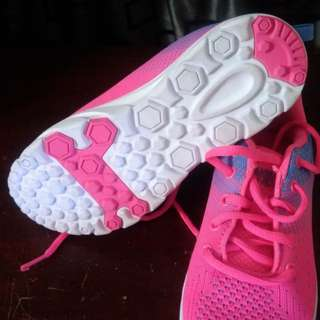 Kids pink rubber shoes