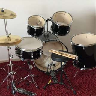 Selling a quality, under utilised Ludwig Drum Set (5 drums + 2 cymbals)