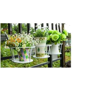 Metal flower pot holder/rack