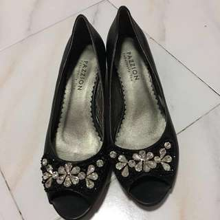 Size 39 Pazzion Shoes black heels slip on