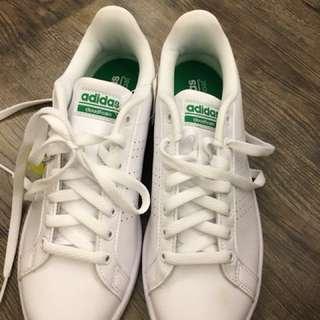 Adidas 白鞋(可小議)