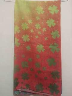 E03 kerudung segi empat clover colorful