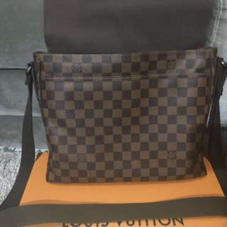 Tas Louis Vuitton Pria Original District-MM-Damier-Ebene
