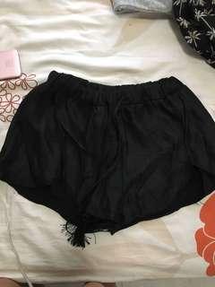 Elastic waist curve cut black shorts