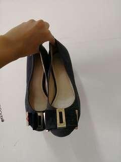Black court shoe
