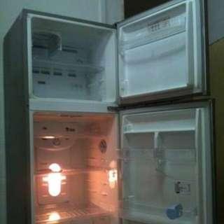 Samsung 2 door fridge for sale good condition