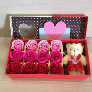 ❗️FLASH DEAL @ $19 ❗️⚡️IDEAL GIFT FOR VALENTINE'S DAY/BIRTHDAY/ANNIVERSARY 🌹🌷🎁12 stalks of scented roses 🌹+ a cutie bear *FREE greeting card upon request* Do refer to photos (real actual photos taken!) 8 colours to choose from 😀