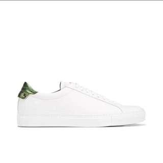 Givenchy 小白鞋