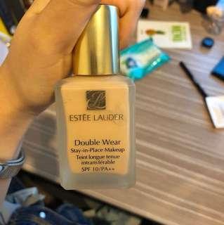 Estee Lauder Double Wear Foundation In cool vanila