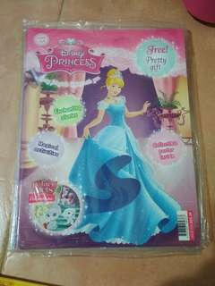 Brand new in wrapper (No free gift) Disney Princess @$2.50 each (retail at 5.30 /6.90) Issue 123,124,151,156 to 158