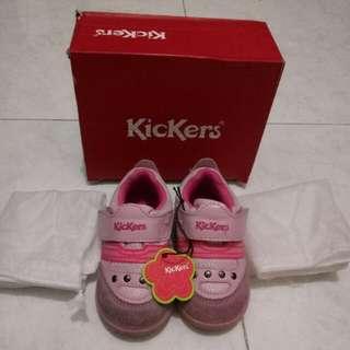 Sepatu kickers kid