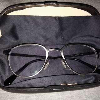 Kacamata bulat wanita