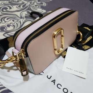 AUTHENTIC MARC JACOBS SNAPSHOT ( PALE PINK )
