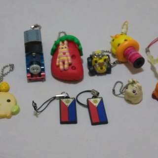 Assorted keychains set
