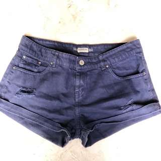 Celana pendek jeans ripped (Pull and Bear)
