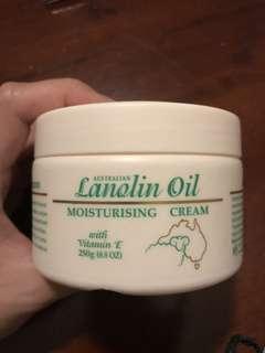 Australian Lanolin Oil Moisturising Cream w Vitamin E