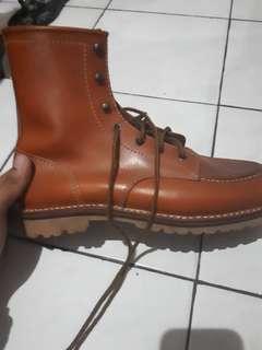 Sepatu boots koku