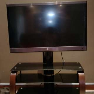 Urgent move out item !LG TV 42 inch come with TV console