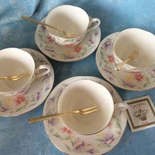 City Gallery Tea Cups Set with Gold Plated Forks set