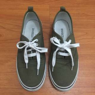PLAIN ARMY GREEN SNEAKERS