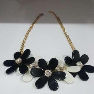 White black flower necklace