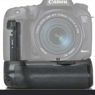 BNIB! Professional Pro Vertical Battery Grip for Canon EOS 7D2 7D Mark II 2 As BG-E16