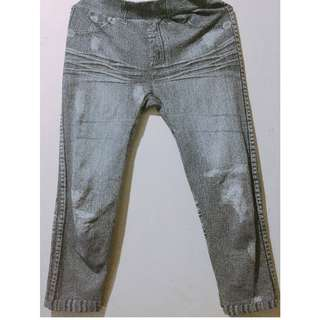 Women's Garterized Leggings and Tights Capri short-style, Ragged Jeans Detail
