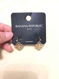 Banana republic dangling earrings