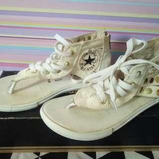 Sepatu sendal converse