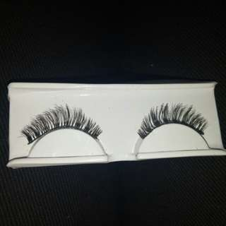 "Fake Lashes ""Extension Look"""