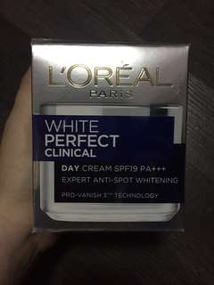 L'Oréal White Perfect CLINICAL Day Cream SPF 19 | Anti-spot whitening (50ml)