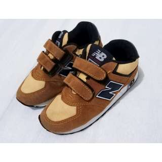 NEW BALANCE BROWN SUEDE SIZE 28