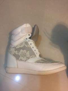 White platform sneaker size:35