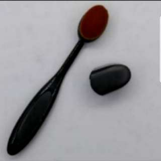 Skin Adhering Foundation Brush