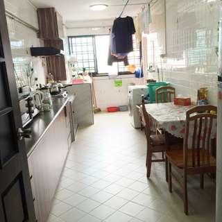 Rent : 4A @ Yishun MRT Blk 727 Yishun