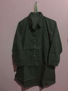 Baju atasan hijau lumut..