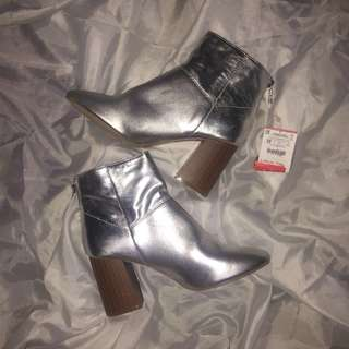 BUNDLE RUSH! Stradivarius Silver Shoes
