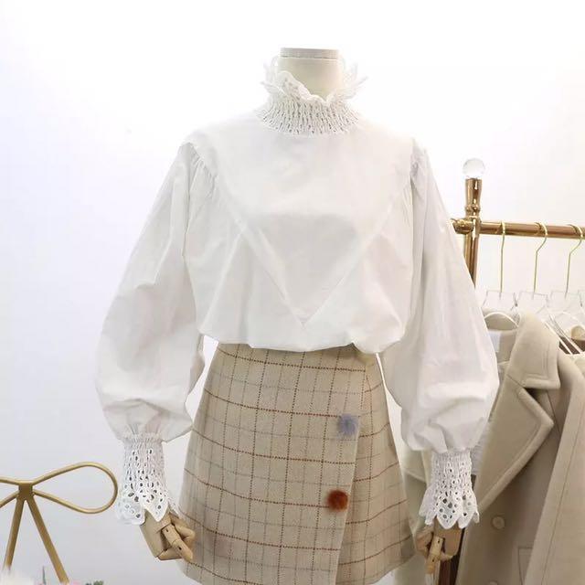 韓 袖口 領口 蕾絲 澎袖 設計 上衣 白色 預購