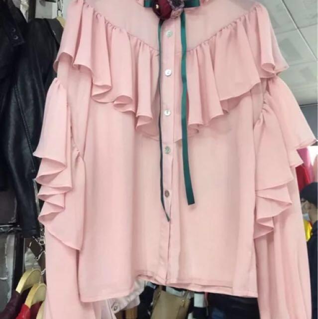 韓 浪漫 荷葉邊 領口蝴蝶結 花朵 裝飾 雪紡 襯衫 粉 白 黑 三色預購