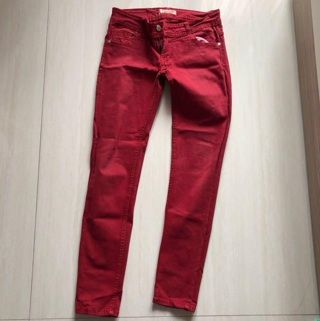Celana Panjang Jeans Merah