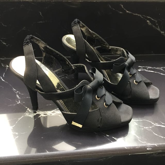 CHARLES AND KEITH High Heels. BACA DESKRIPSI !