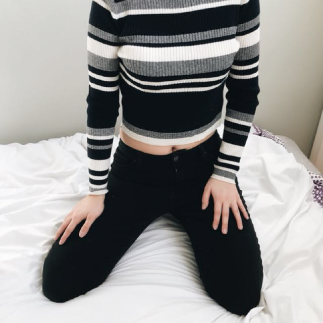 FOREVER 21 Cropped Long-sleeve Shirt