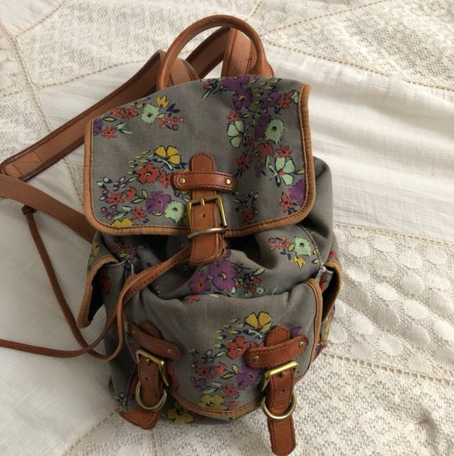 Fossil floral backpack
