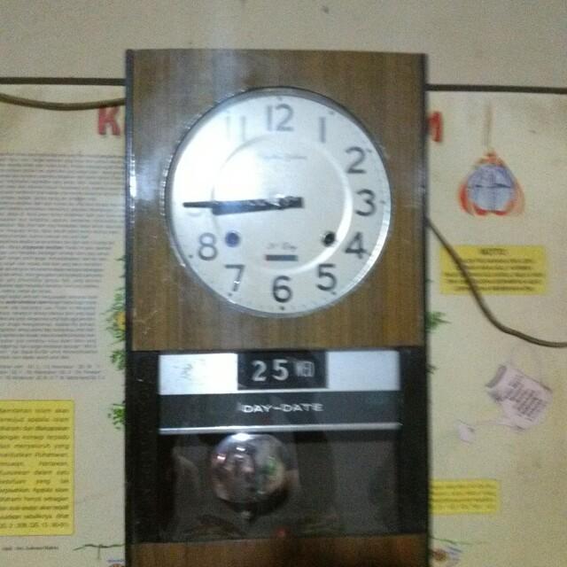 Jam dinding antik merk rhythm 85570e614c