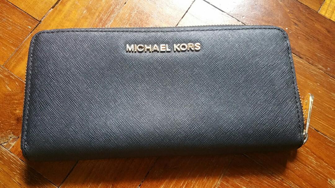 2005f8ff7778 Michael Kors Jet Set Zip Around Continental Black