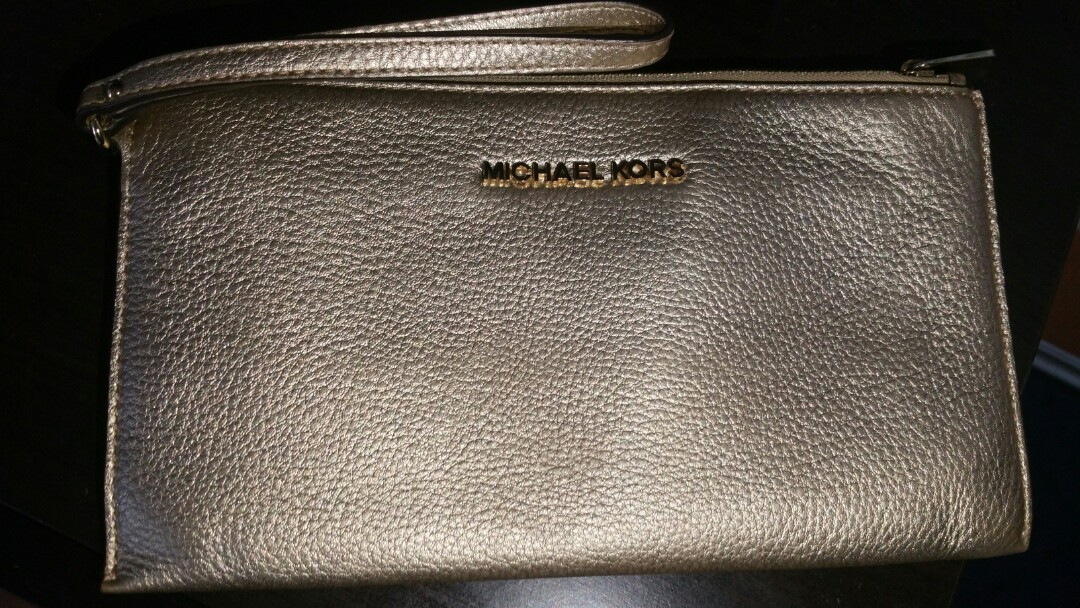 f3d1b2ab6e9 Michael Kors Pebbled Leather Bedford Lg Zip Clutch Wristlet in Pale ...
